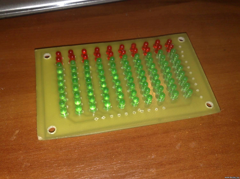 Печатная плата матрицы односторонняя, потому общие аноды светодиодов припаиваются вот...